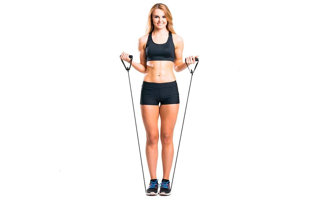 Упражнение с эспандером с резинкой стоя