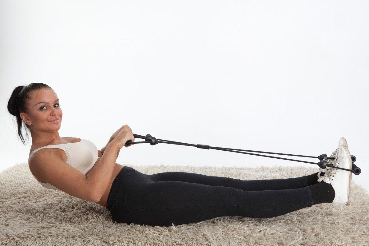 Упражнение на пресс с эспандером